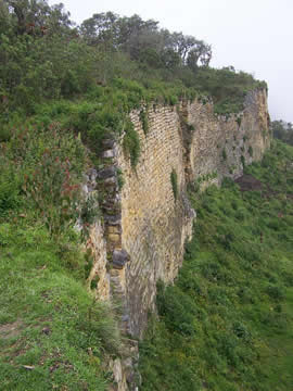 muro-de-piedra-en-kuelap-pre-inca.jpg